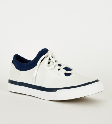 white-dark blue trainer