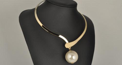 ball choker necklace