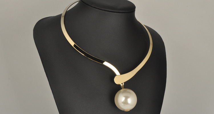 ball choker necklace